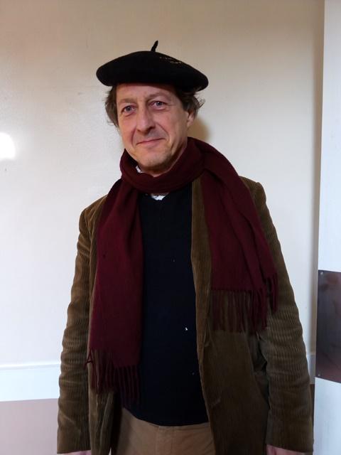 Mr Bellotti demóstranos que os profes ingleses tamén saben levar a boina
